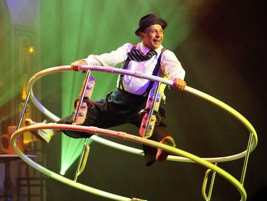 Akrobatik und Clownerie am Rhönrad