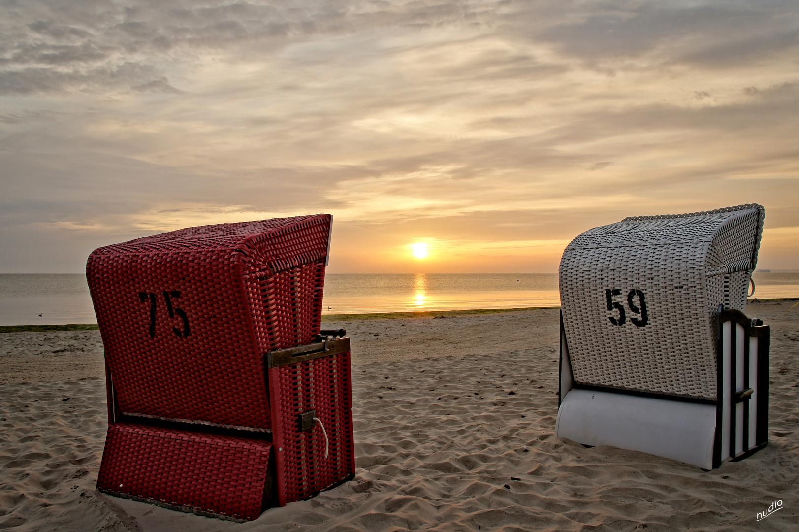 Strandkorb sonnenaufgang  Akt im Strandkorb - von hinten Foto & Bild | sommer, sonnenaufgang ...