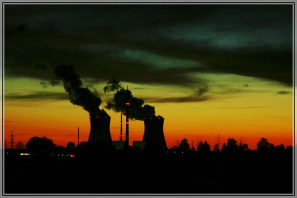 AKW Gundremmingen bei Sonnenuntergang