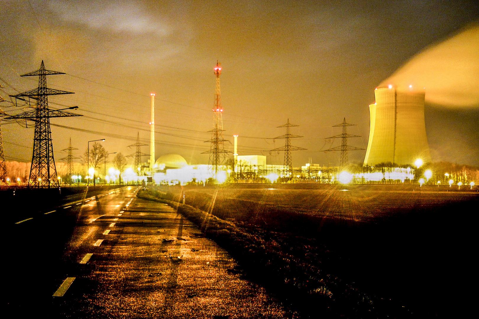 AKW Philippsburg bei Nacht
