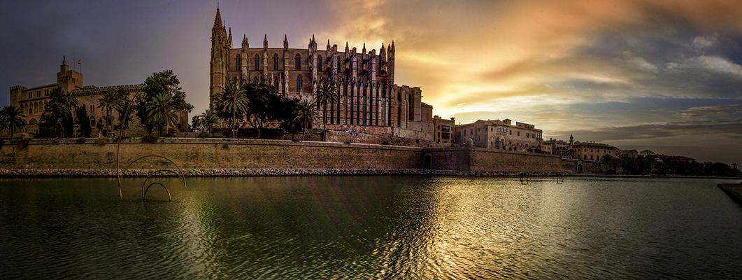 Al amanecer en la catedral