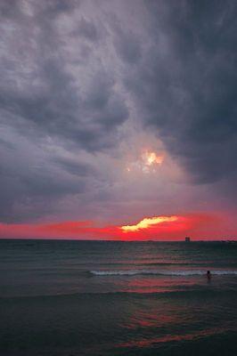 Al mare sotto la tempesta