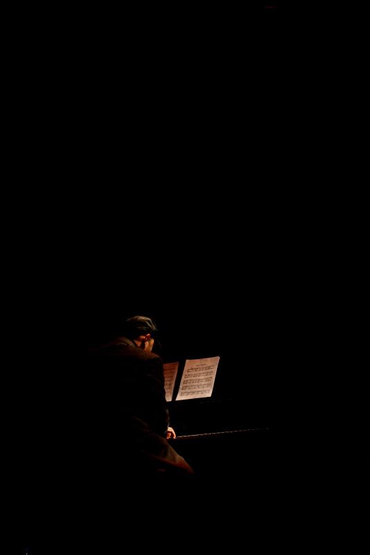 Al piano...........
