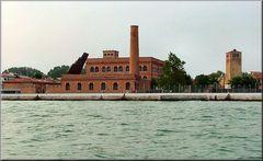 Al Porto di Venezia con foschia.