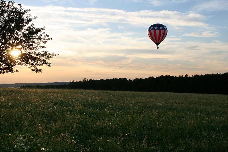 Alb-Ballonfahrt bei Dämmerung