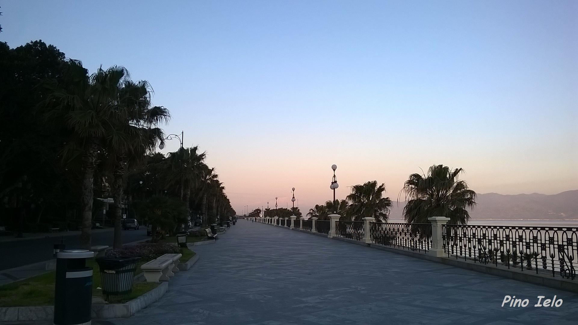 alba sul lungomare di reggio calabria foto immagini