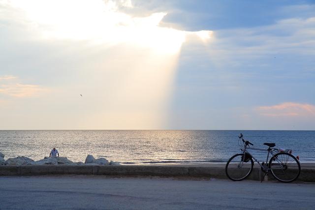 Alba sul porto di Rimini