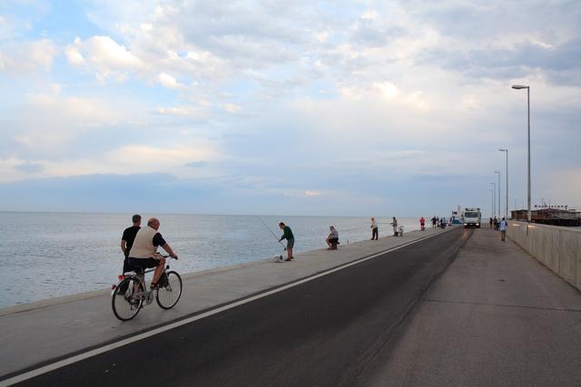Alba sul porto di Rimini linee