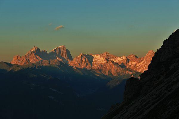 Alba sulle Dolomiti. Il gruppo della Marmolada