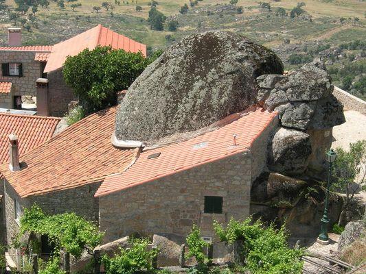 Aldeia de Pedra na Serra da Malcata