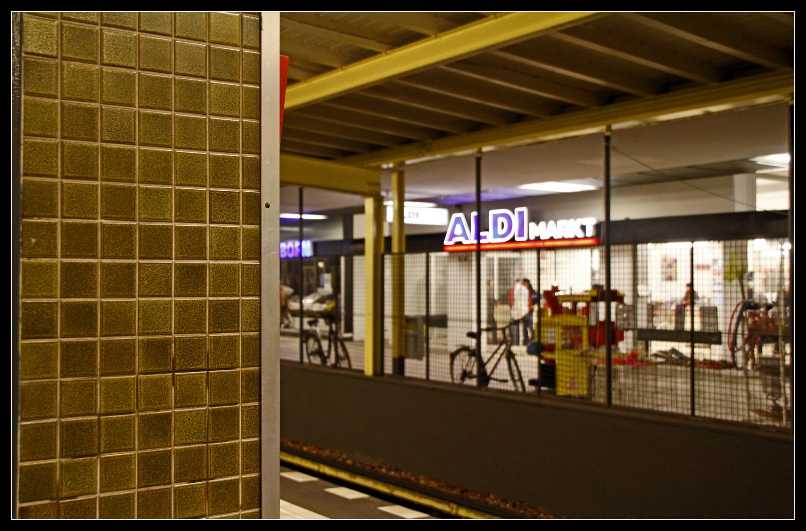 Aldi im/am U-Bahnhof Onkel Toms Hütte