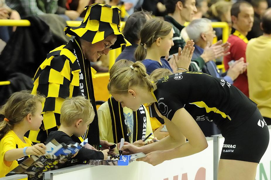 Alemannia Aachen - alle sind jeck auf schwarz-gelb, egal ob jung oder alt !