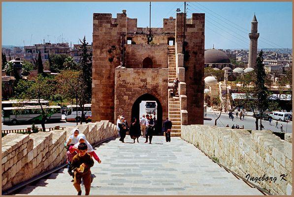 Aleppo - Ausgang von der Festung zur Stadt