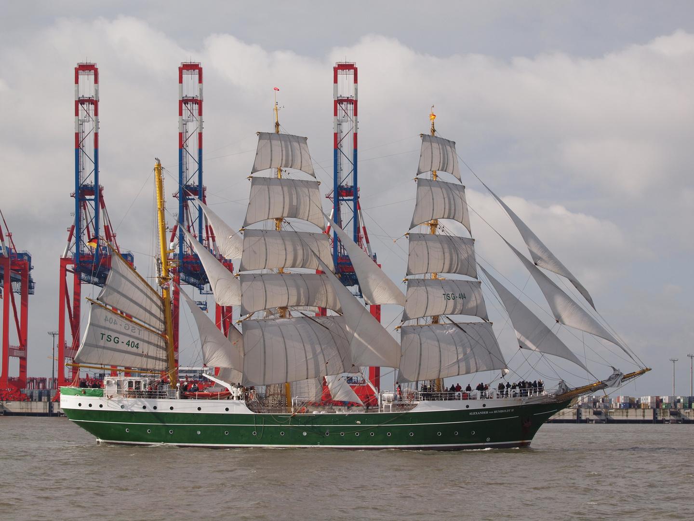 Alexander von Humboldt 2 vor dem Jade Weser Port in Wilhelmshaven