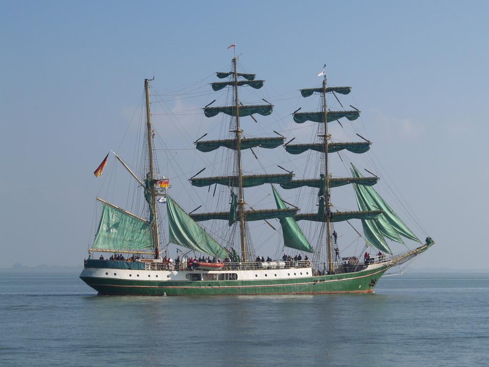 """""""Alexander von Humboldt"""" auf der Jade"""