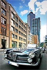 Alfa Romeo vor der Bank