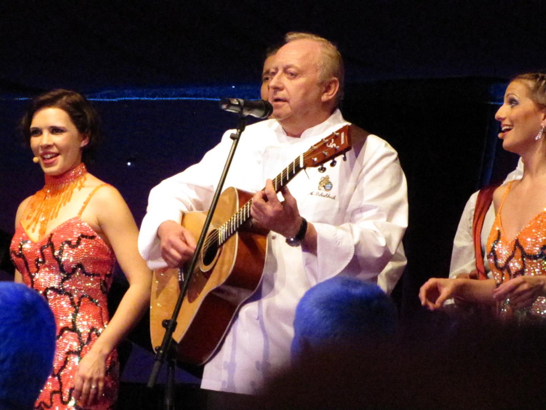 Alfons Schuhbeck kann auch singen