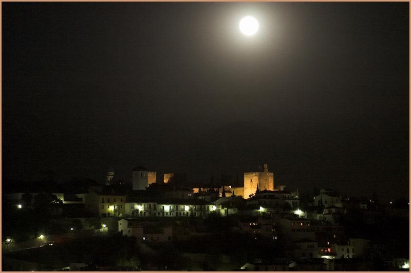 Alhambra im Mondschein (Granada)