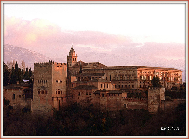 Alhambra in Granada im Abendlicht