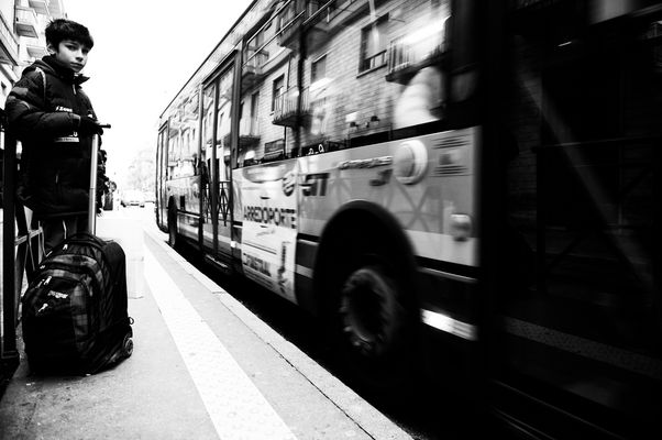 Alla fermata dell'autobus