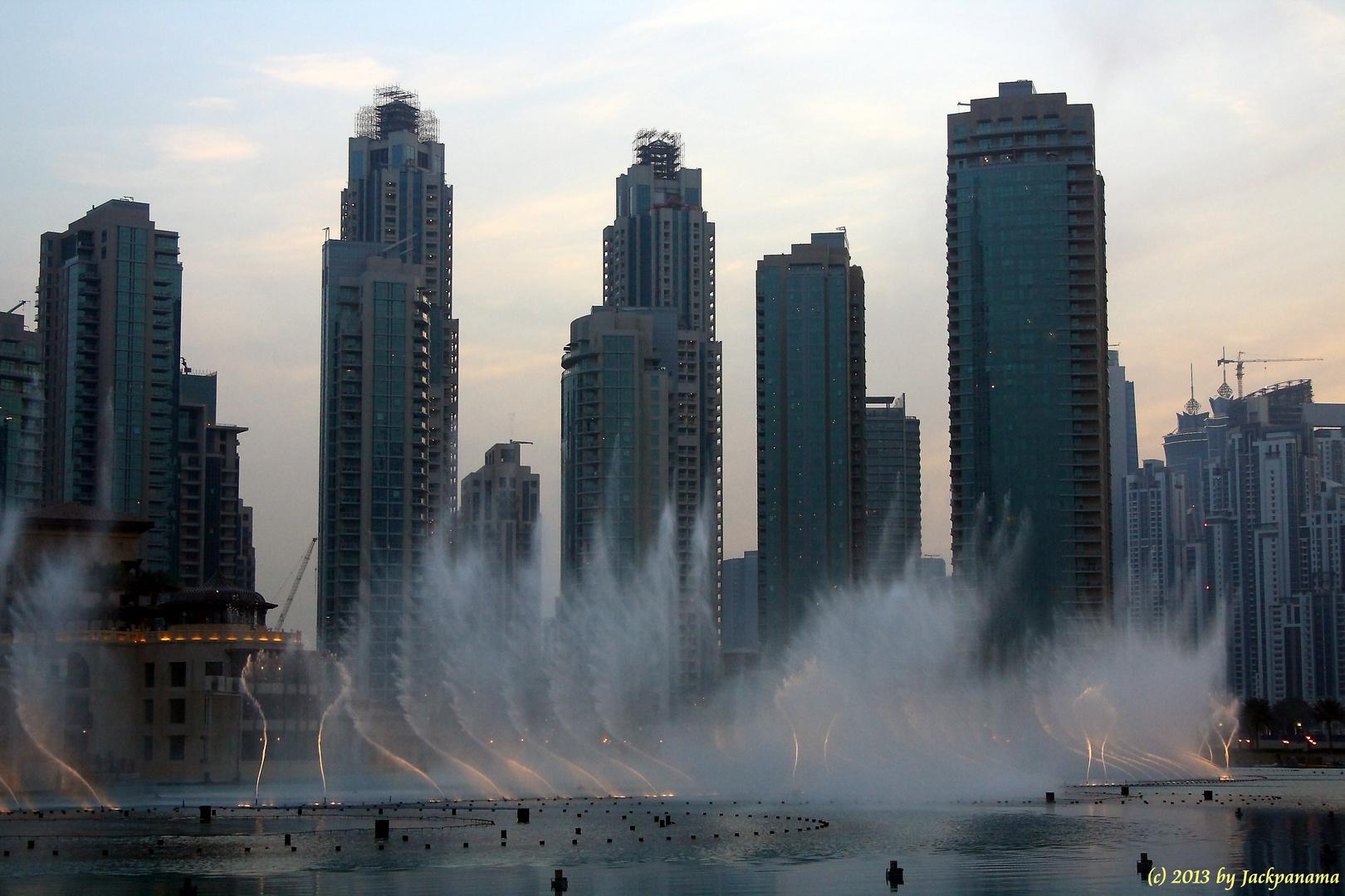 Allabendliche Wasserspiele am Burj Khalifa in Dubai