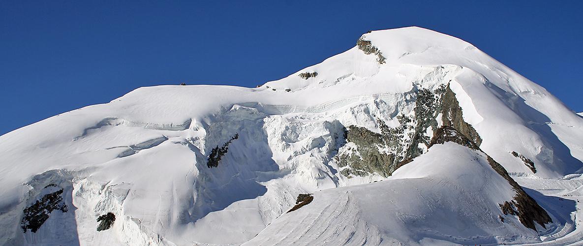"""Allalinhorn 4027m , mit dem Anmarsch von der """"anderen Seite"""" aus Richtung Britanniahütte"""