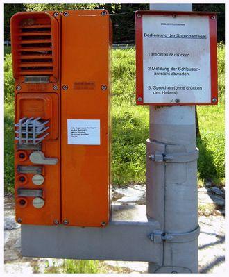 Alle Gegensprechanlagen ausser Betrieb! Wenn möglich, Schleuse anrufen Tel.Nr. ...