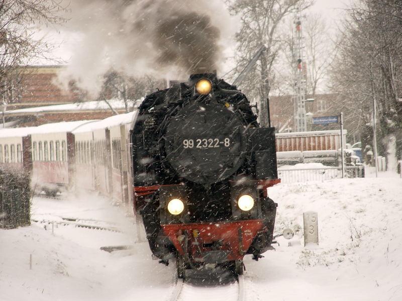 Alle reden vom Wetter, wir fahren. Molli wünscht allen Freunden der Dampfbahn ein gutes neues Jahr.