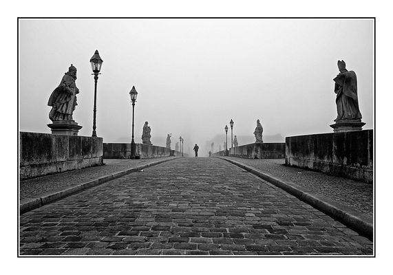 Alle Wege führen . . . über die alte Mainbrücke in die Stadt