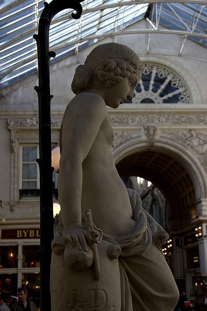Allégorie féminine - passage Pommeraye