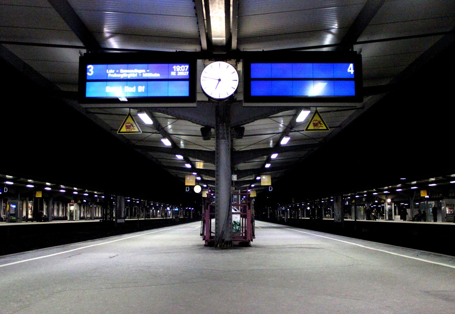 Allein am Bahnsteig