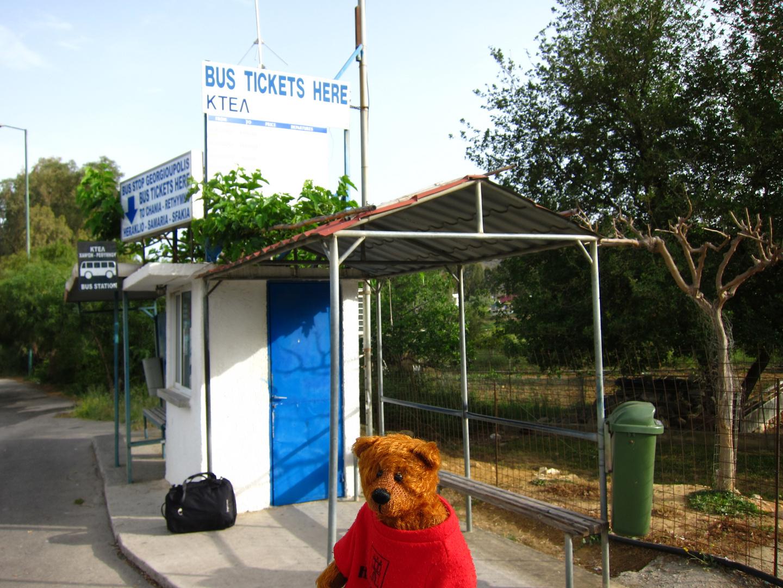 Allein warten auf den Bus ist doof!