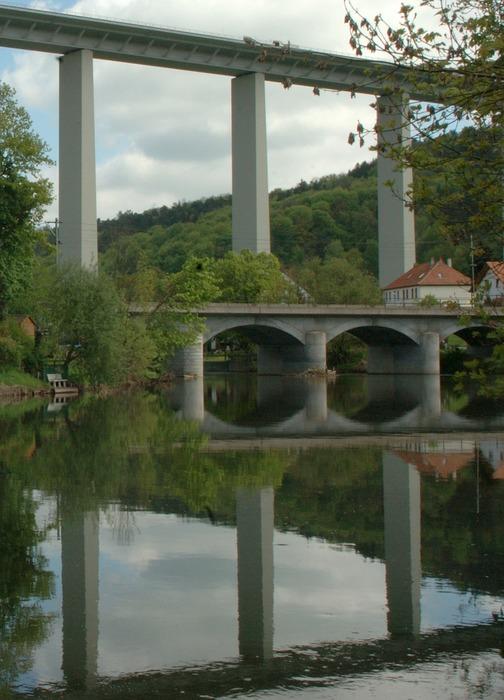 Alleinstehende Brücke mit Kind * reload*