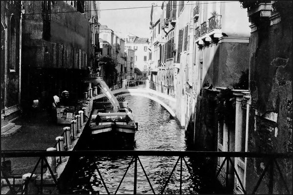 ALLEYWAYS OF VENICE