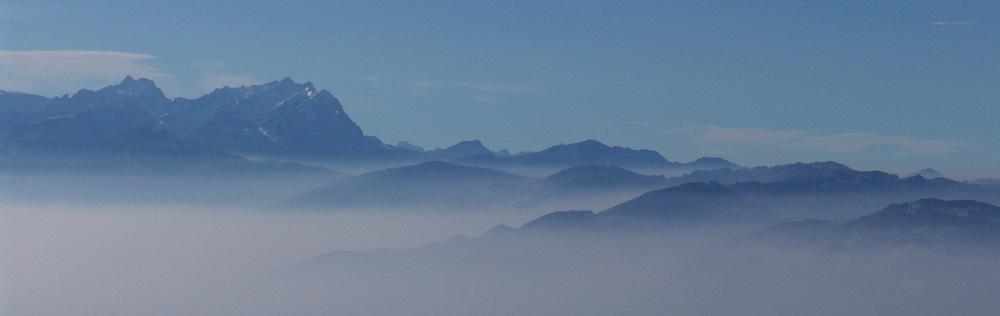 Allgäuer Alpen im Morgennebel
