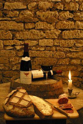 Alliance du pain rémois, du saucisson lyonnais et du bon vin bourguignon