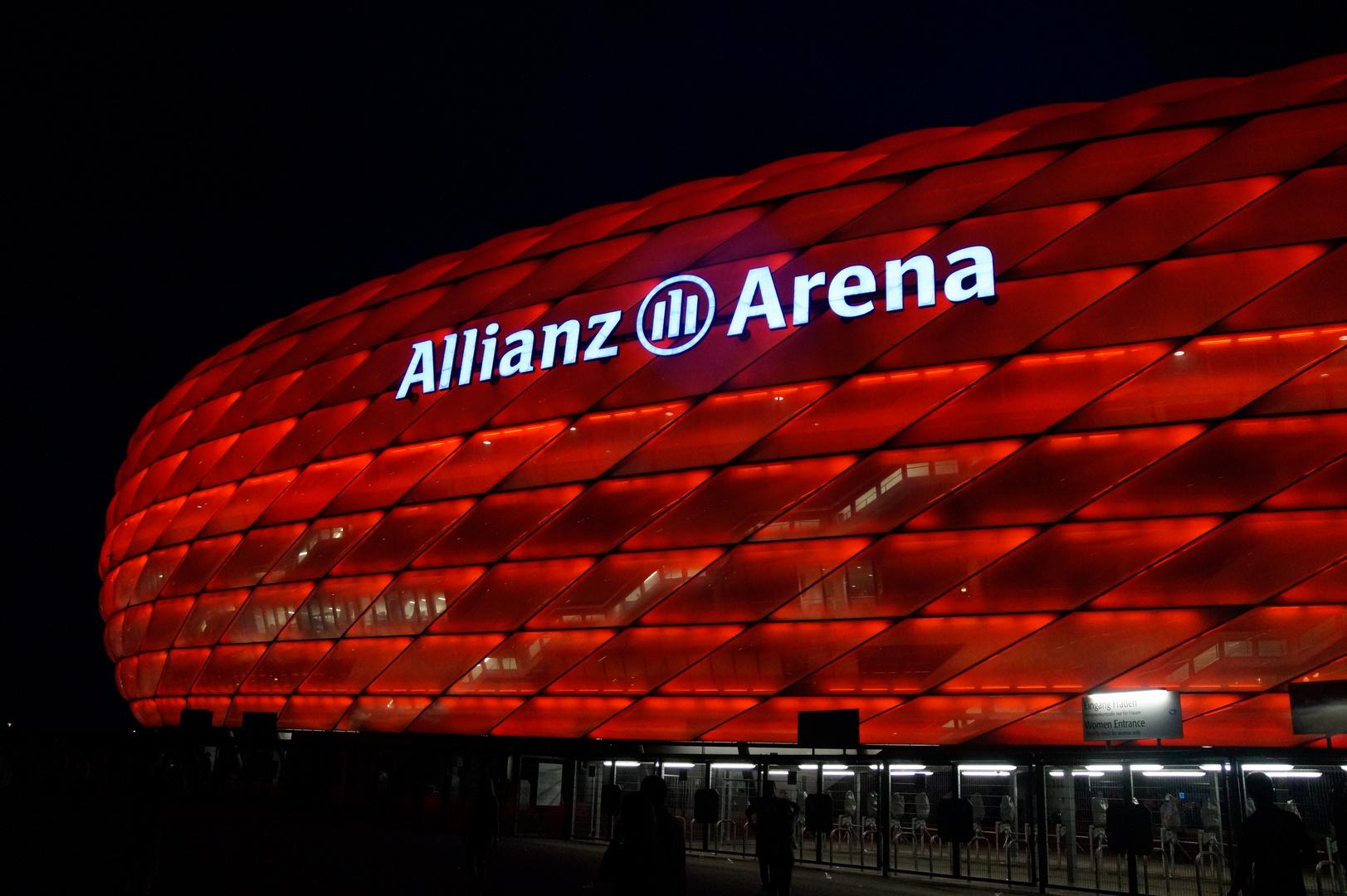 Allianz Arena bei Nacht 2