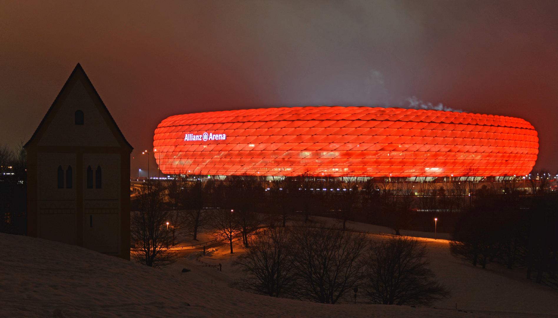 Allianz-Arena - vor dem Pokalspiel - Bayern gegen BVB