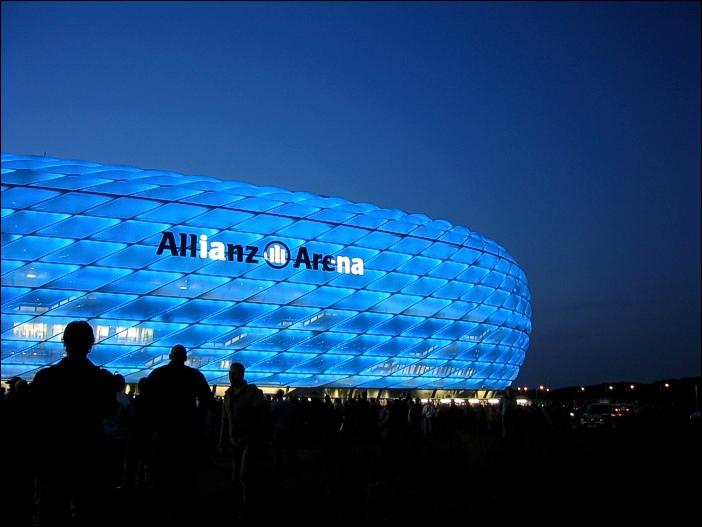 Allianz in Blau mit nicht leuchtenden Buchstaben.