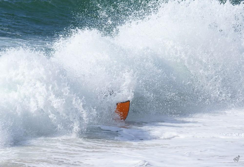 ALLO ......... je suis là ......... sous la vague !!!!!!