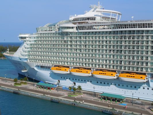 """Allure of the Seas"",le plus grand bateau du monde"