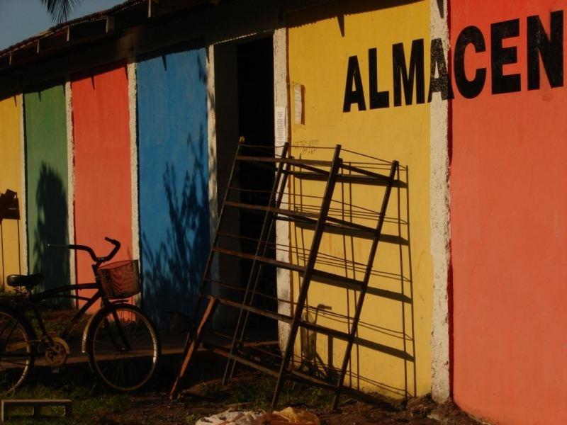 ALMACEN - authentic colourful garage