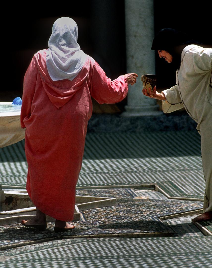 Almosen in der Moschee