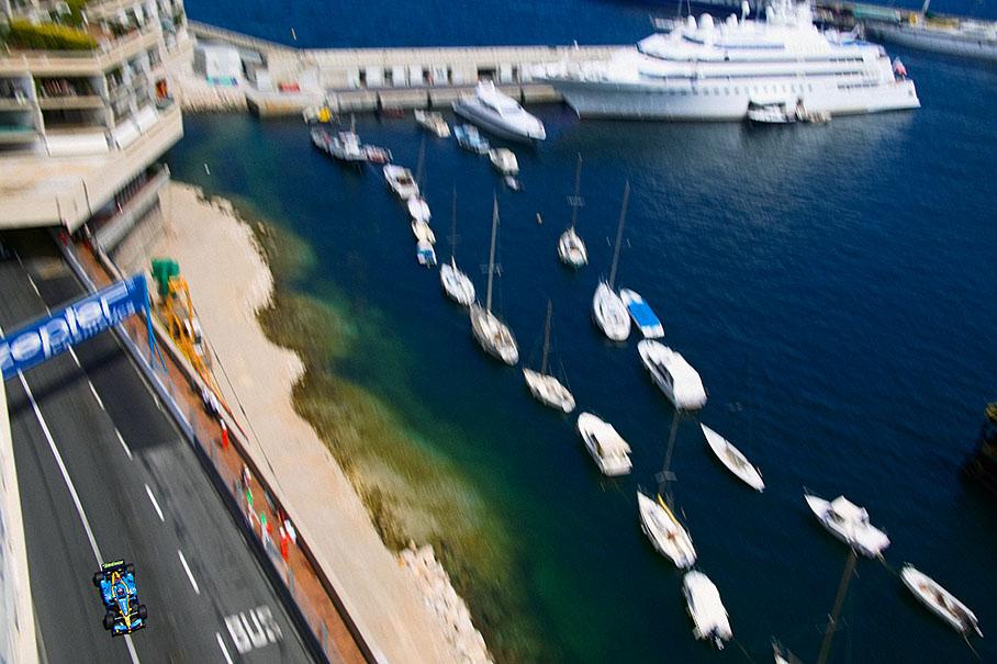 Alonso am Hafen von Monaco
