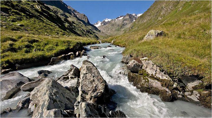 Alpeiner Gletscherbach auf 2250m