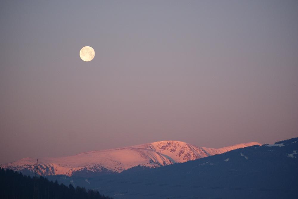 Alpen mit Mond