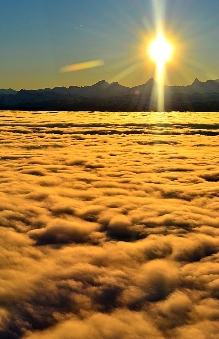 Alpen über dem Nebelmeer