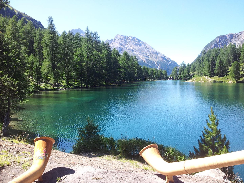 Alphorn-Echo auf dem Albula-Berg-See (Schweiz)