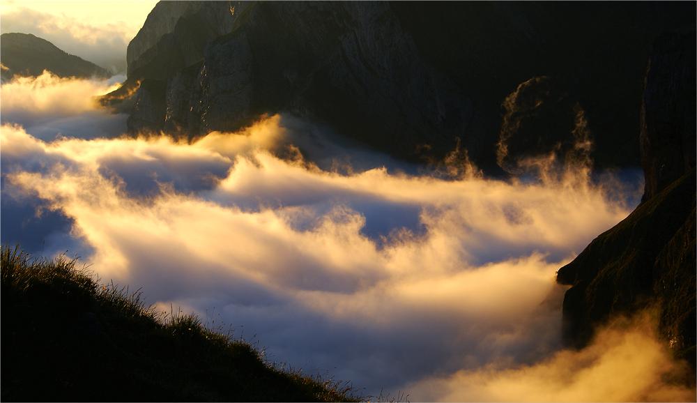 Alpstein-Nessie, genüsslich ein morgendliches Schaumbad nehmend
