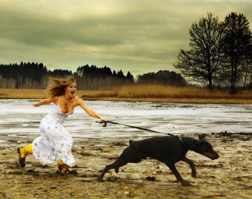 . als das Fräulein versuchte dem Hund zu folgen .
